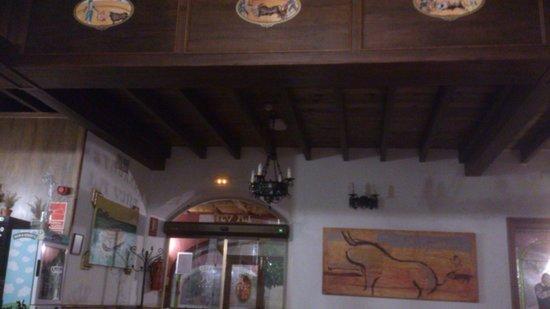 Bodega Real Hotel: acceso restaurante