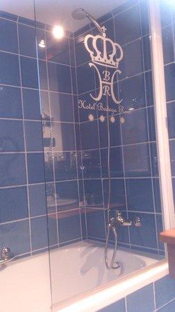 Bodega Real Hotel: baño habitacion