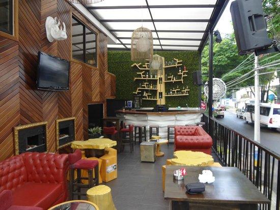 Happy Buddha Boutique Hostel: Área do bar