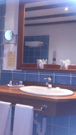 Bodega Real Hotel: baño habitación