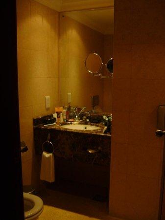 Wyndham Grand Regency Doha: Bathroom