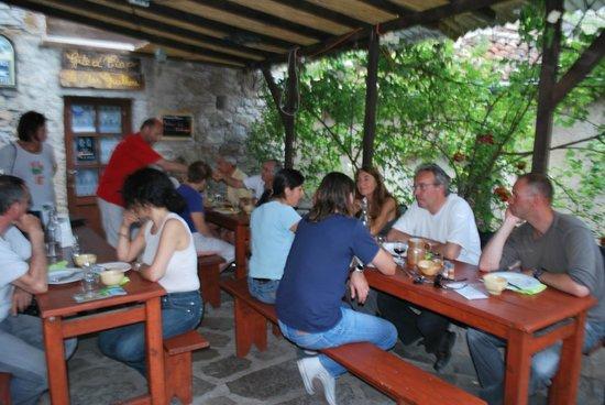 Café du Mas Guilhou : Het boventerras