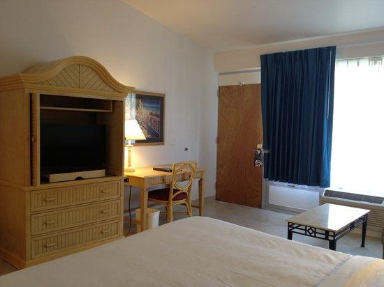 Dolphin Key Resort : King room