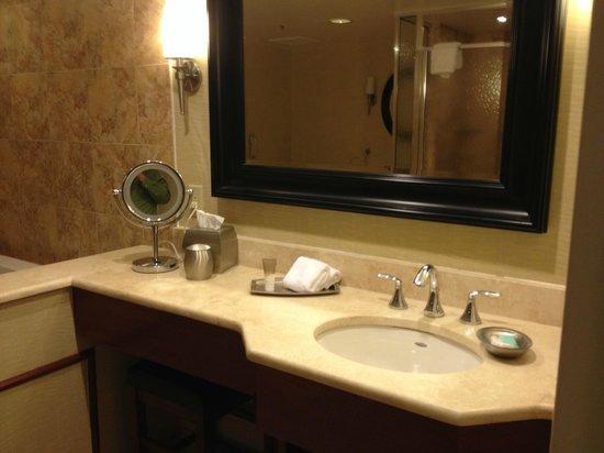 Hyatt Regency Orlando International Airport : Suite Bathroom