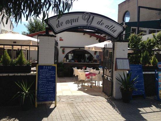 De Aqui y de Alla: Nuestra entrada por la calle- PASEO MARITIMO 213, CASTELLDEFELS