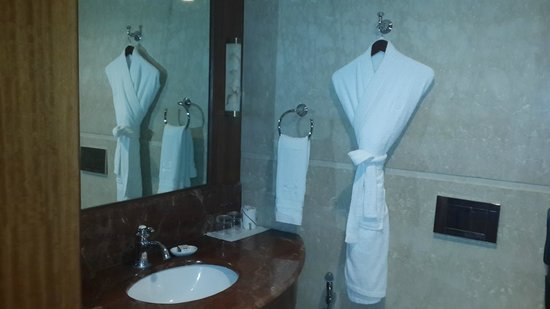 Hablis Hotel: Neat Bathroom