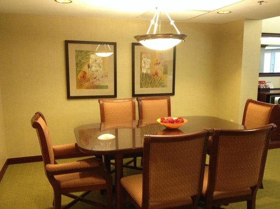 Hyatt Regency Orlando International Airport : Suite Dining Area