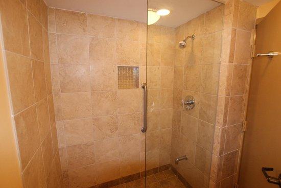 Hampton Inn Key Largo: Roomy shower