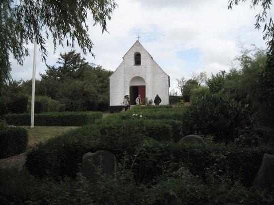 Foellenslev, Dinamarca: Nekselø kirke
