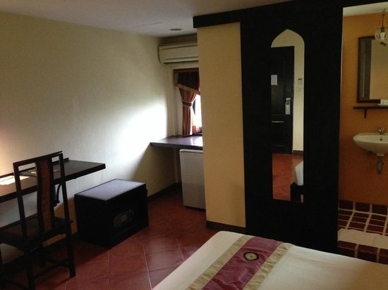 Imm Fusion Sukhumvit: Double room facing outside (good one)