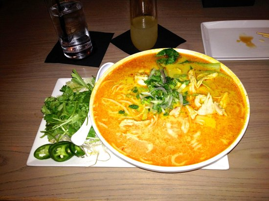 Co Banh Mi Noodles Bar : Curry Laksa