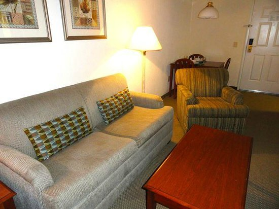 Staybridge Suites Monterrey - San Pedro : Living Room, with Dining Area beyond