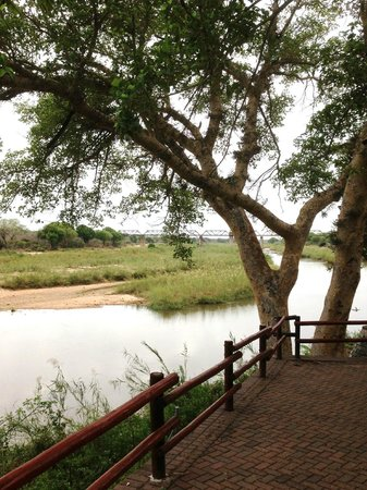 Skukuza Rest Camp : The Sabie River from the camp viewing platform