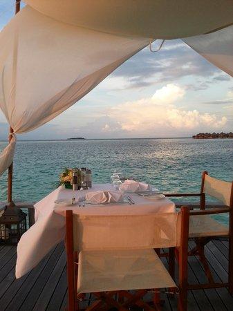 Baros Maldives : Dinner on Piano Deck