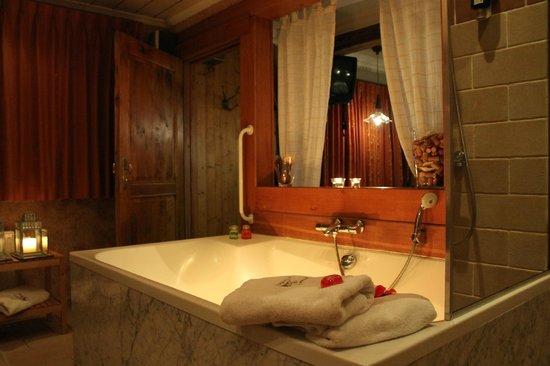 Hotel De Stokerij: Le bain à remous