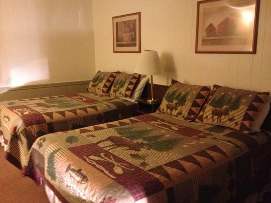 Evergreen Motel: Clean, Comfy Beds!