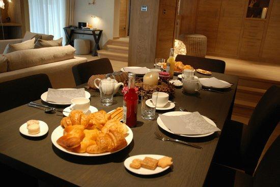 Le Grand Chalet & Spa : Petit déjeuner à la table d'hôtes