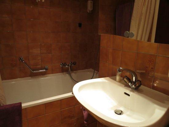 Hotel Les Arcades: Ванная комната