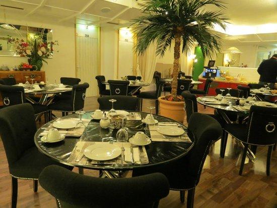 Hotel Les Arcades : Зона для завтраков
