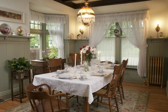 Red Forest Bed and Breakfast: Dinning Room