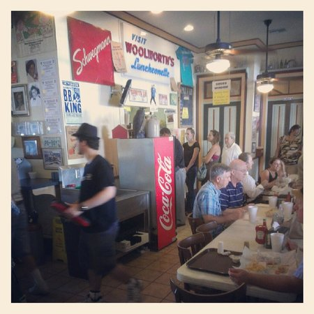 Parkway Bakery & Tavern: Inside Parkway