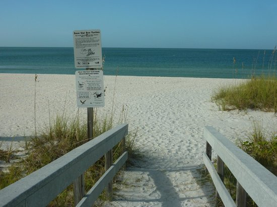 Lands End, Condominium: way to the beach