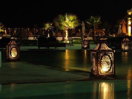 Sofitel Agadir Thalassa Sea & Spa: Douceur nocturne autour de la piscine