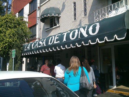 La Casa de Tono: Entrada
