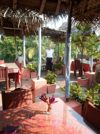 Hotel Ramakrishna : The Roof top Restaurant where we ate Breakfast every morning!