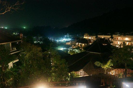 Mandarava Resort and Spa: View at Night from Chom Talay Restaurant