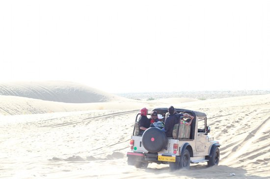 Ratnawali Camps: Jeep ride on sand dumes