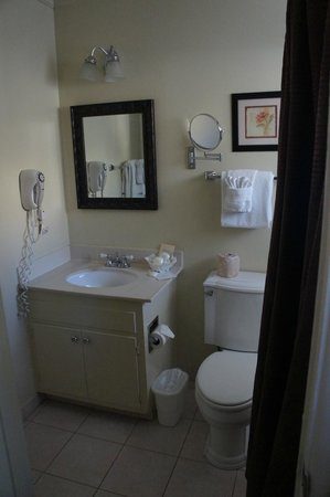 Inn by the Harbor: bathroom