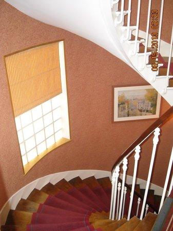 Hôtel des Arts - Montmartre: Stairway,HotelDesArts,Montmartre