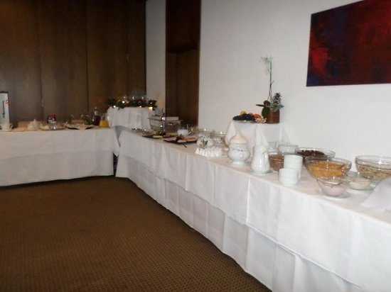 Hotel Restaurant Klostermuhle: Breakfast buffet.