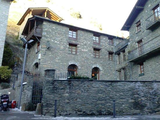 Hotel Santa Barbara de la Vall d'Ordino: Widok na hotel