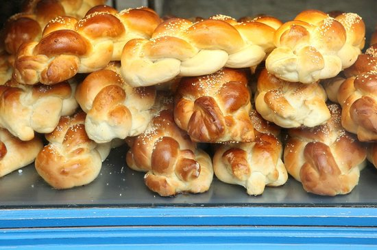 Sight Seeker's Delight Unique Walking Tours: Challah at Bakery on Rue des Rosiers