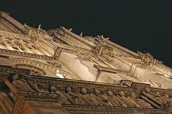 Sight Seeker's Delight Unique Walking Tours: Notre-Dame Cathedral