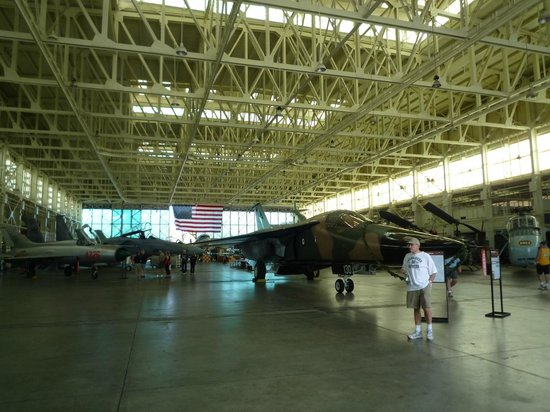 Pacific Aviation Museum Pearl Harbor : 格納庫内