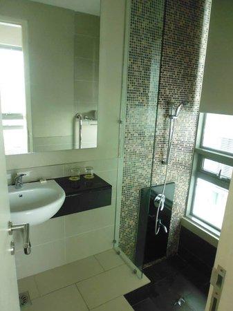 The Residences @ Swiss Garden Hotel U0026 Residences Kuala Lumpur: Step Down  Bathtub In