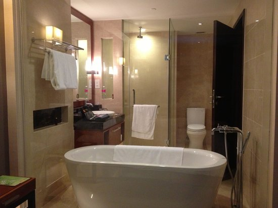 Crowne Plaza West Hanoi: Bathroom with glas wall to rest of room