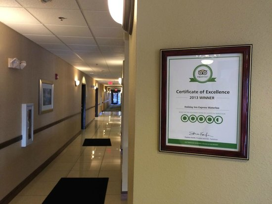 Holiday Inn Express Waterloo: Hallway and the Sign
