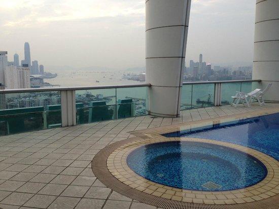 Metropark Hotel Causeway Bay Hong Kong: Бассейн на крыше