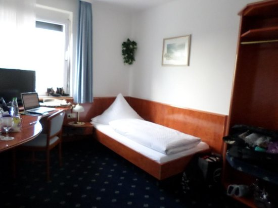 Hotel Württemberger Hof: One of the two twin beds in our room - separated by a partial wall.