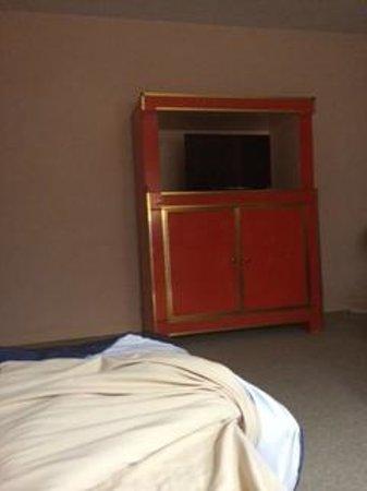 Mision Guadalajara Carlton: Mueble para el televisor.