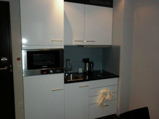 Adina Apartment Hotel Frankfurt Neue Oper: Kitchenette