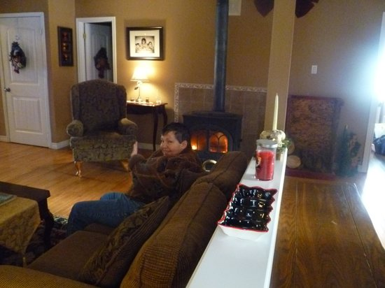 Moose River Guesthouse: Relaxing by the fire after the train ride!