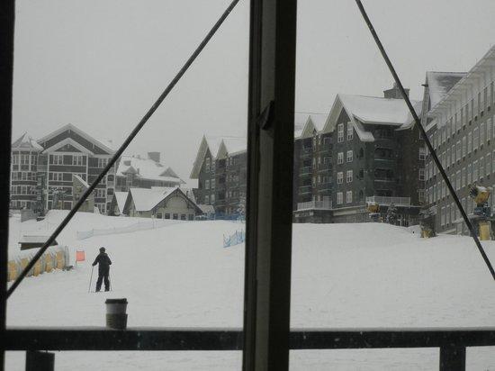Snowshoe Mountain Resort : view of lodging at summit.