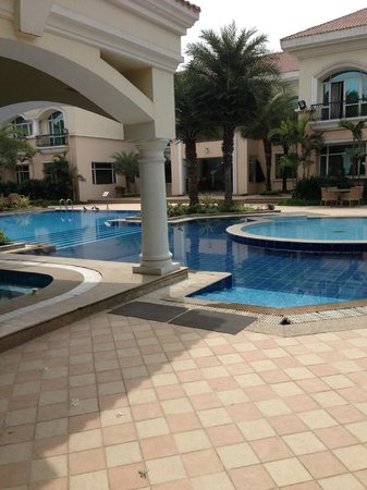 The Palms - Town & Country Club: Inviting Pool