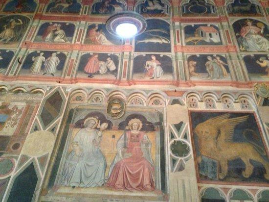 Palazzo della Ragione: wall paintings