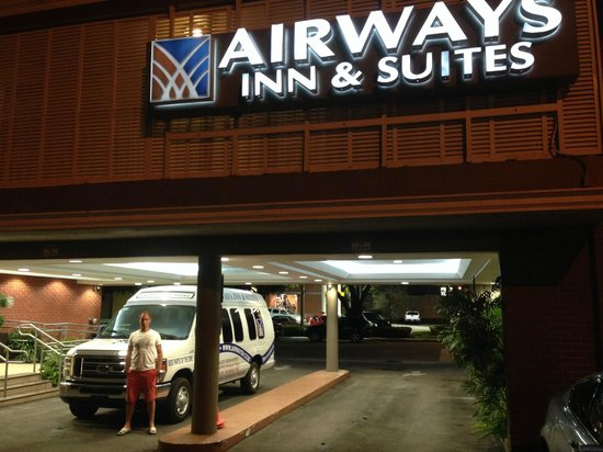 Ramada Miami Springs/Miami International Airport: Utanför receptionen i kvällsljuset
